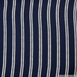 Crêpe polyester ajouré imprimé rayures écru fond marine