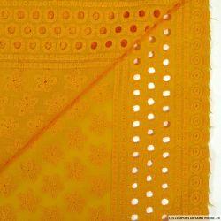 Broderie anglaise fleur d'anis jaune safran