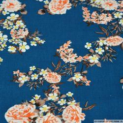 Coton imprimé pivoine orangé fond bleu paon