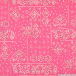 Coton imprimé motif bandana classique fond rose