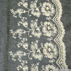 Voile de Coton brodé blanc cassé fond noir
