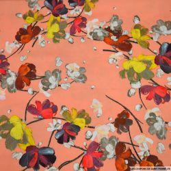 Crêpe lourd polyester imprimé fleurs au pinceau fond saumon